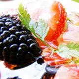 草莓沙拉营养美食ppt模板